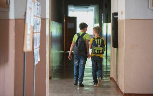 """В туалет - як """"білі люди"""": у школах Франківська взялися за найнеобхідніше, деталі"""