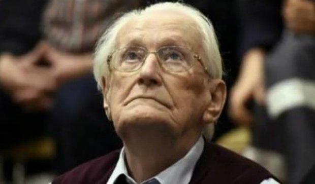 """94-річного бухгалтера посадили за """"бездоганну працю"""" в німецькому концтаборі"""