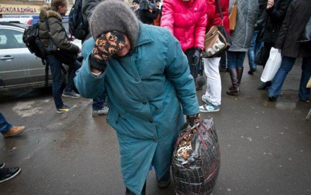 """Скільки таких в Україні? Соцмережу вразила """"ватна"""" бабуся"""