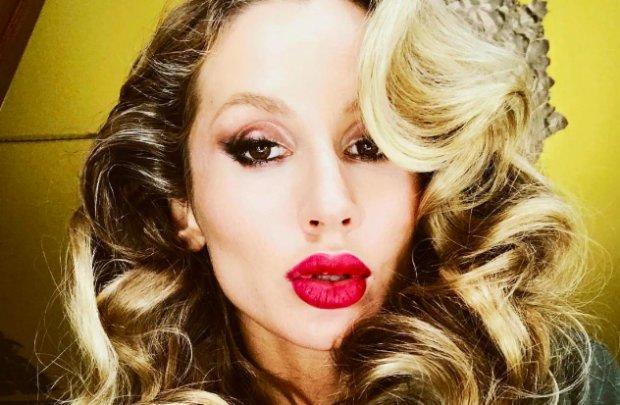 Лобода в екстремальному міні похвалилася російськими нагородами: Леді Гага, Мадонна і Шер в одному флаконі