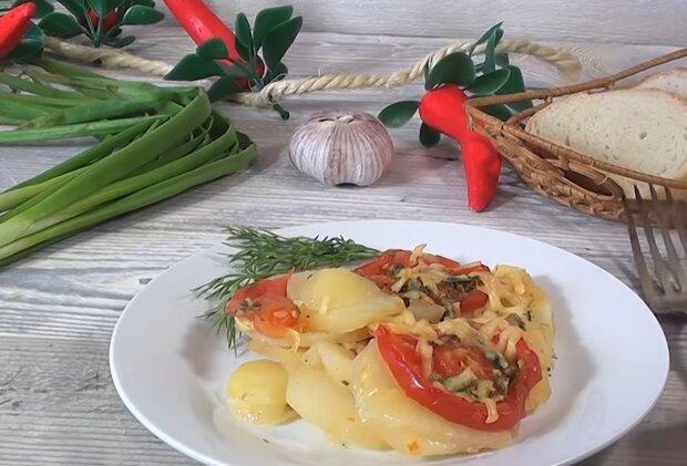 Картофель с помидорами, кадр из видео