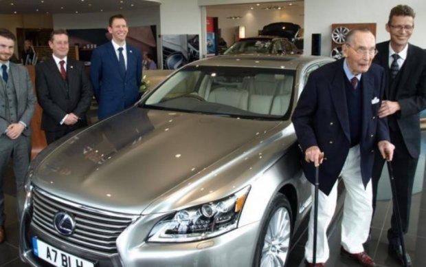 Lexus привітав 100-річного ветерана ексклюзивом