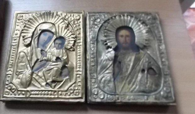 Иностранец пытался вывезти из Украины старинные иконы