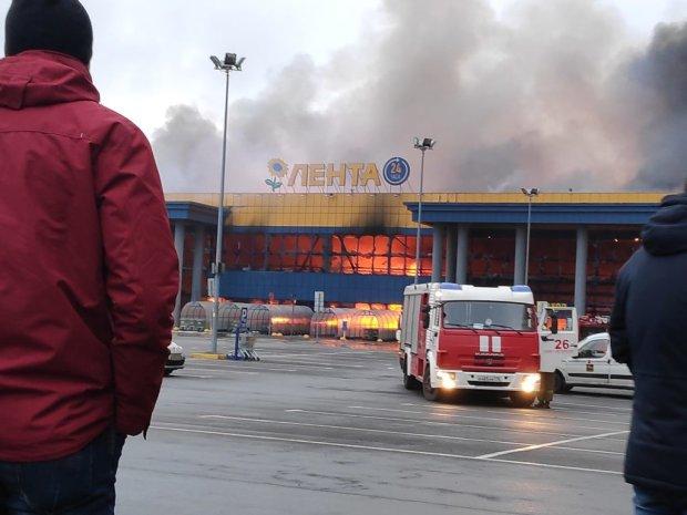Почалося все з гриля: стало відомо, хто стоїть за жахливою пожежею в пітерському гіпермаркеті