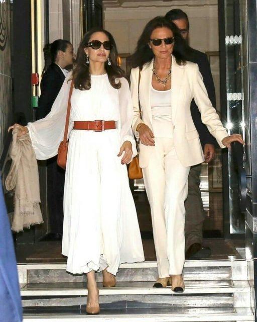 """Джолі у компанії гарячої красуні підкорила Париж, божевільний шарм: """"С*ски стирчать, як дульки"""""""
