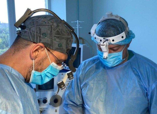 У Запоріжжі провели унікальну операцію, чоловік проклинав болячку - жир на шиї