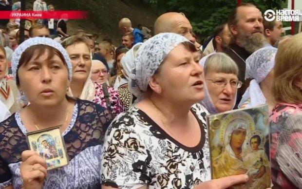 Разум дремлет: участницы Крестной ходы объяснили, почему нельзя осуждать богатых священников