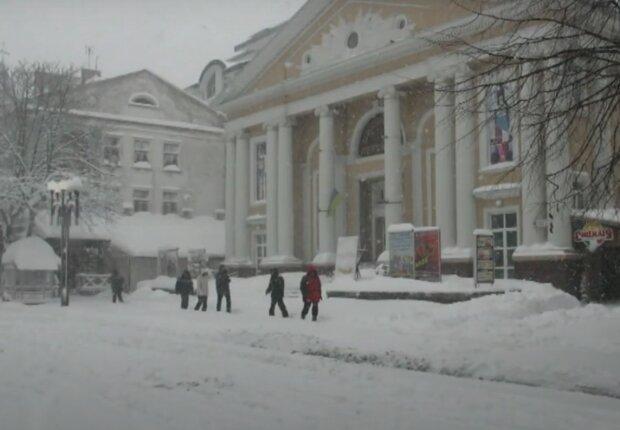 В Тернополе выпал первый снег, цвет настроения - белый