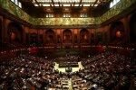 Прем'єр-міністр подав у відставку просто на засіданні парламенту: перші подробиці
