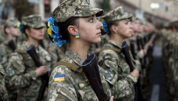"""Українцям розповіли, скільки тендітних красунь служать у ЗСУ: """"Не гірше за чоловіків"""""""