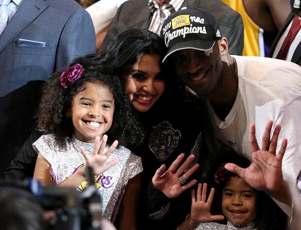 Коби Брайант с женой и детьми, Getty Images