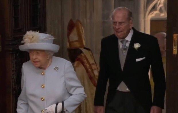Елизавета II и принц Филипп / скриншот из видео