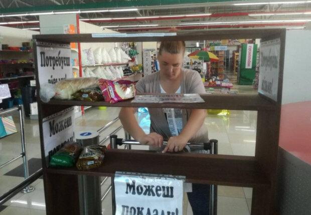 """""""Полка добра"""" в супермаркете: украинцы в соцсетях призывают помочь нуждающимся"""