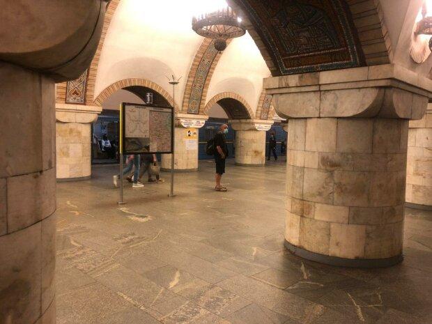 У столичній підземці запустили спецпотяг - бореться з шахраями, як Бетмен