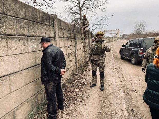 """300 кілограмів наркотиків намагалися """"протягти"""" до Європи: українські копи накрили рекордну партію """"білої смерті"""""""