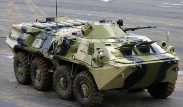 П'яний російський військовий вкрав БТР і зніс спортмайданчик