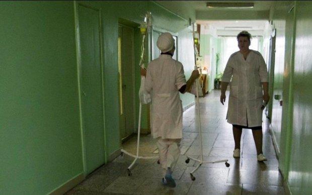 Спав п'яний біля мертвого сина: українців шокувала смерть однорічної дитини