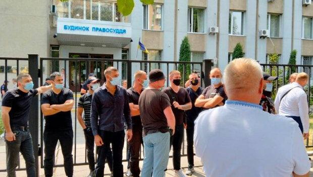 Нимченко: В Черкассах возле суда радикалы напали на членов ОПЗЖ
