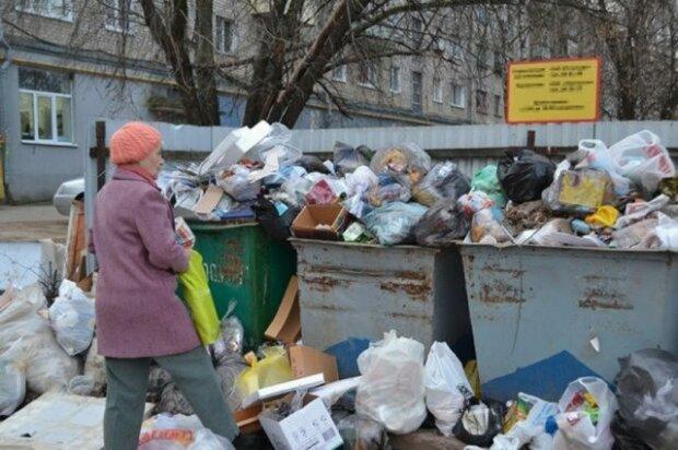 """Комунальники Садового потрапили в сміттєвий скандал, тони львівського мотлоху """"перекочували"""" до сусідів: """"Глобальне свинство"""""""