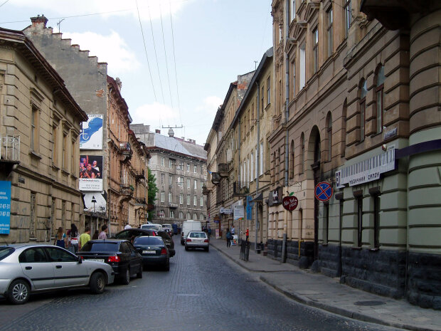 Гранатомет напоготові: у центрі Львова страшний переполох, що відбувається