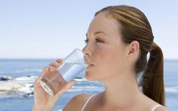 Медики категорически запретили пить воду во время еды