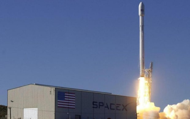 Falcon 9 загорелась при посадке. У Маска отмалчиваются