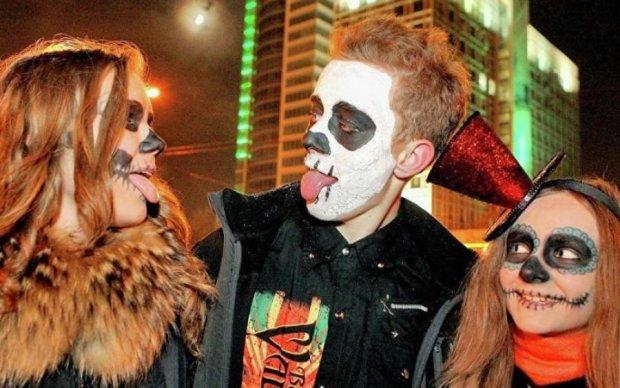 Cупермодель показала кращі ідеї макіяжу на Хелловін
