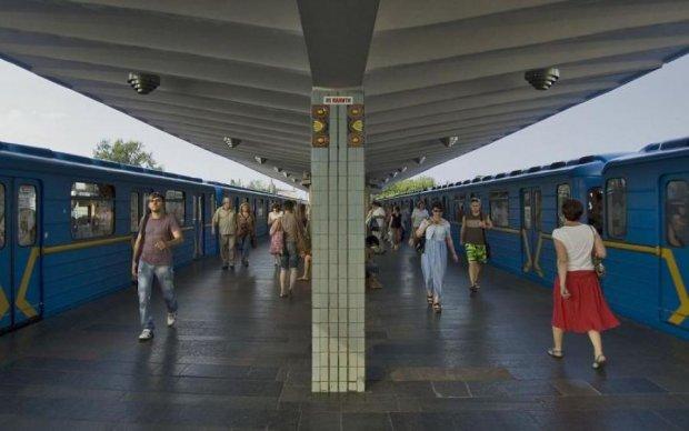 """Трагедія в київському метро: поїздка на даху закінчилася для """"зацепера"""" смертю"""