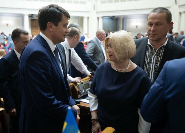Жорсткий заміс Геращенко і Разумкова під куполом Ради потрапив на камери: відео