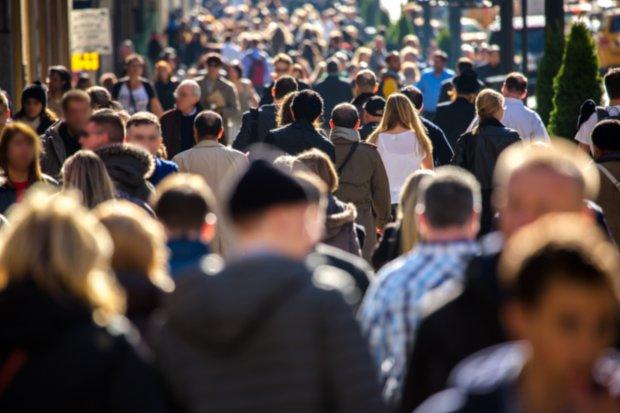 Массовое бегство: стало известно, сколько украинцев уезжает ежегодно