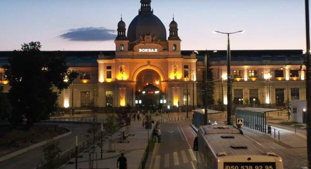 Львівський вокзал, скріншот із відео