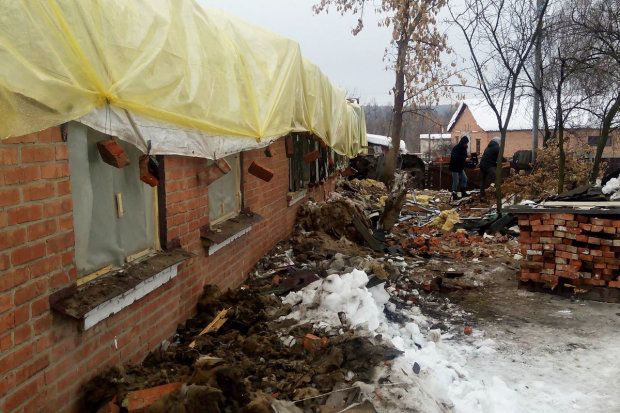 У Харкові під вагою снігу обвалився дах гаражного кооперативу: є постраждалі