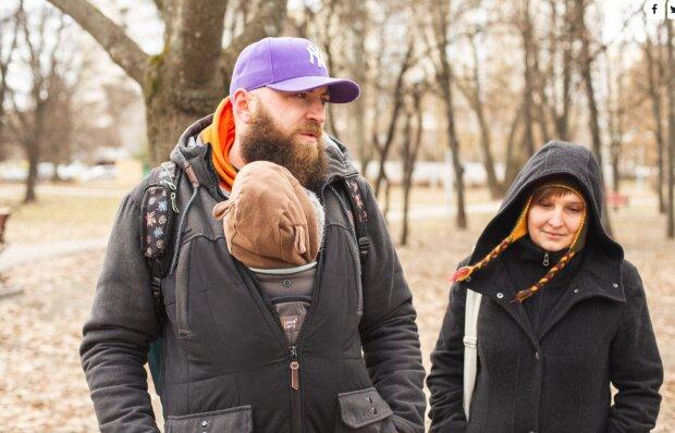 Українська пара з батьком у декреті, фото: вільне джерело