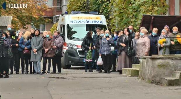 """На Хмельнитчине родители мальчиков, которые задохнулись газом, идут в суд: """"Где была скорая?"""