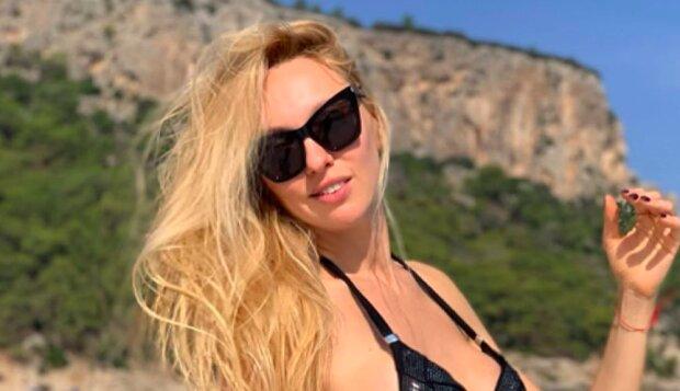 """""""Фігурка мрія"""": Полякова в міні-бікіні підкорила Маямі українською красою"""