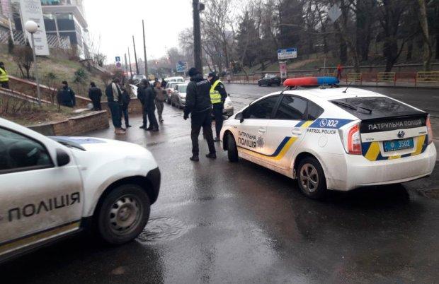 В Одесі неадекват з ножем накинувся на жінку з дитиною: страшно ходити по вулицях, дике відео