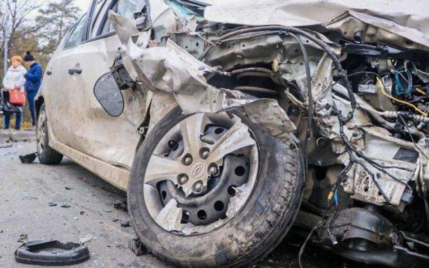 """П'ять машин """"у мотлох"""": у Києві сталася смертельна аварія"""
