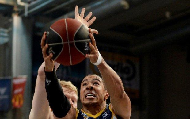 Баскетболисты Днепра добыли первую победу в плей-офф Суперлиги