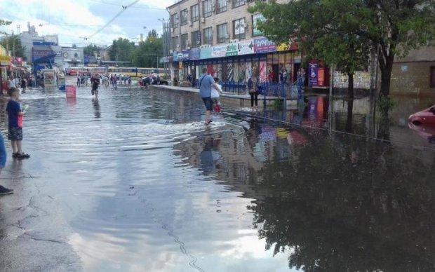 Гондола по 8 гривен: сеть взорвалась фотожабами из-за потопа в Киеве