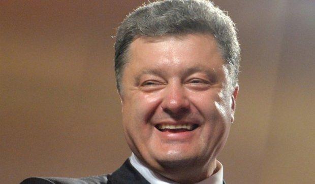 """Порошенко наградил """"человека"""" Януковича - соцсети возмущены"""