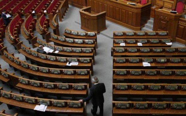 Кіна не буде: депутатські канікули опинилися під загрозою