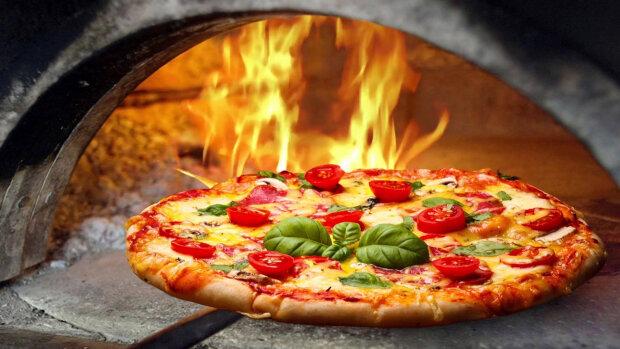 Франківчани, замовляйте піцу: доставляти улюблений смаколик будуть по-новому, деталі