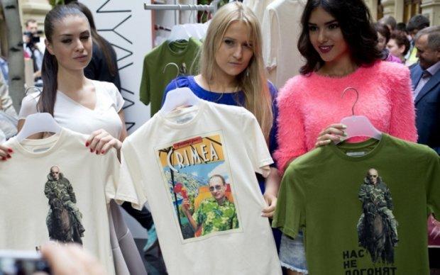 Кожним грудям по Путіну: в Росії придумали нові футболки
