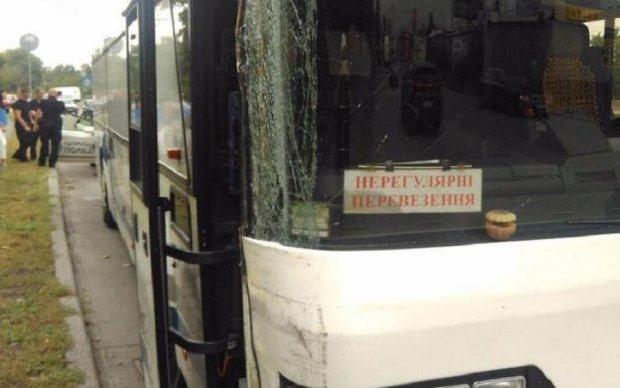 Пьяный водитель оставил молодоженов без автобуса