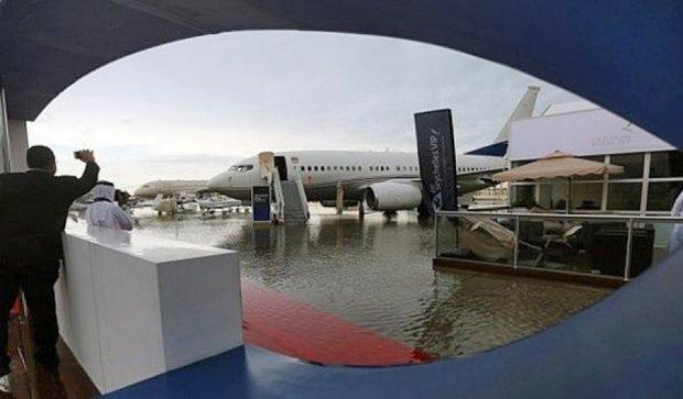 Столица ОАЭ ушла под воду (фото, видео)