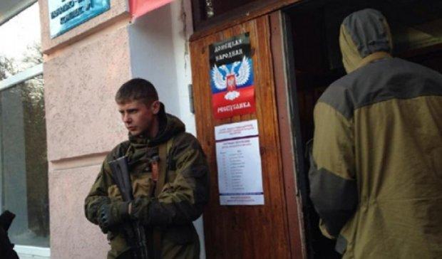Митингующих под  Донецкой администрацией разогнали автоматчики