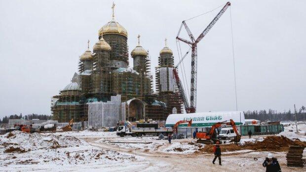 В главном военном храме России повесят Путина... рядом с Зеленским