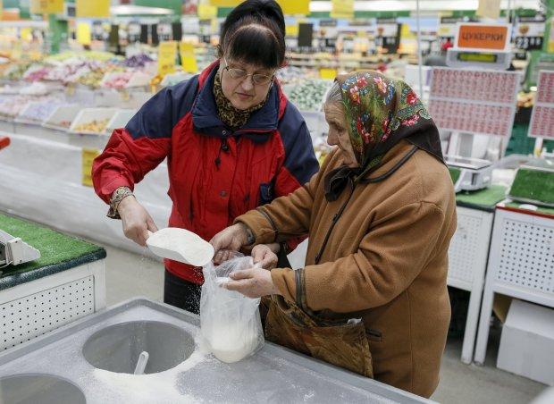 """НБУ звітував про """"зміцнення гривні"""", ми покажемо іншу картину: нові ціни на продукти, транспорт та ліки"""