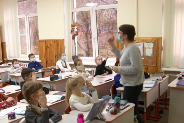 Зарплати вчителів, кадр з відео