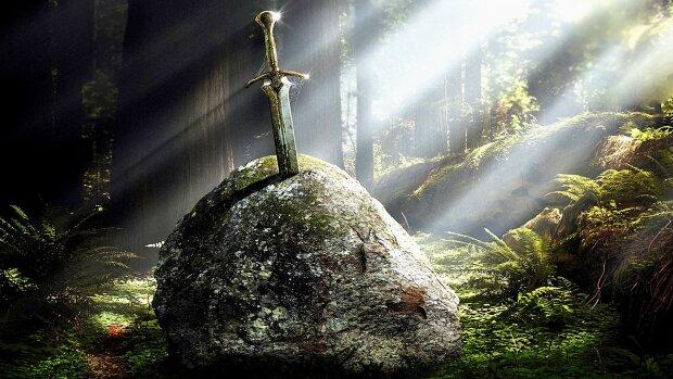 """Археологи откопали """"волшебный"""" меч короля Артура, охраняющийся древними монахами: """"Столетиями думали - подделка"""", фото"""